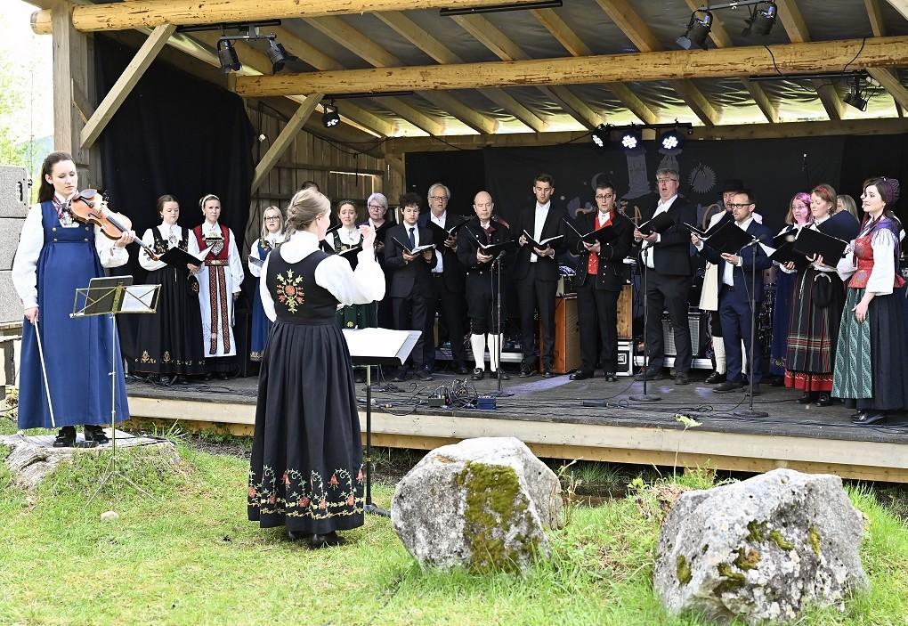 Ensemble 96 og Ragnhild Hemsing