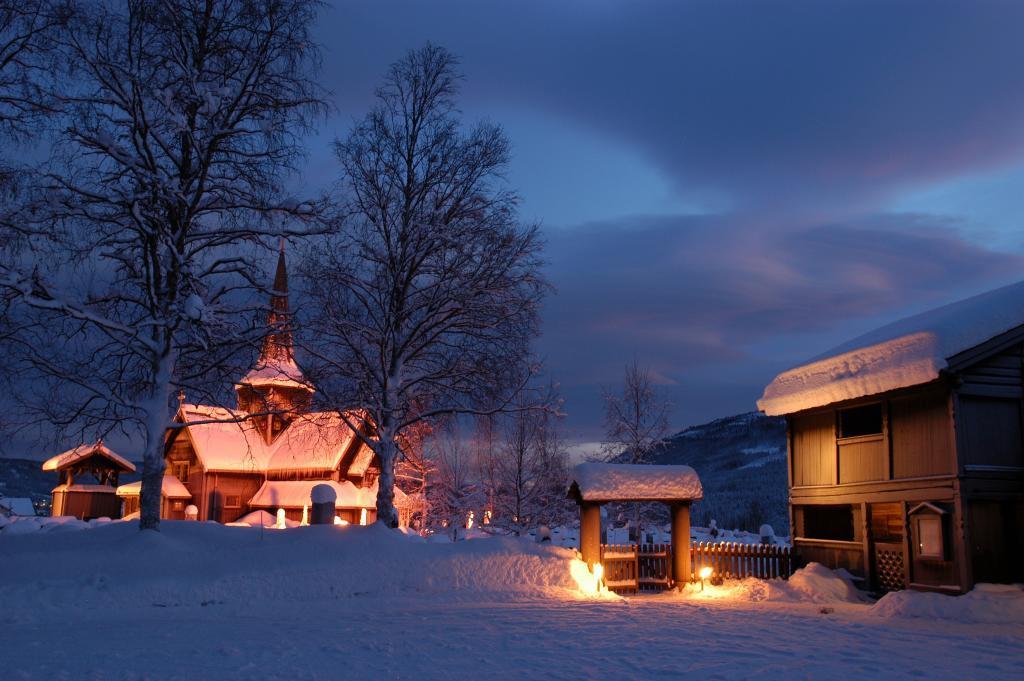 Hedalen stavkirke ved juletider