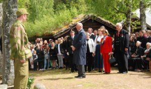 Fra Kongen og Dronningens besøk på Bautahaugen i 2010.