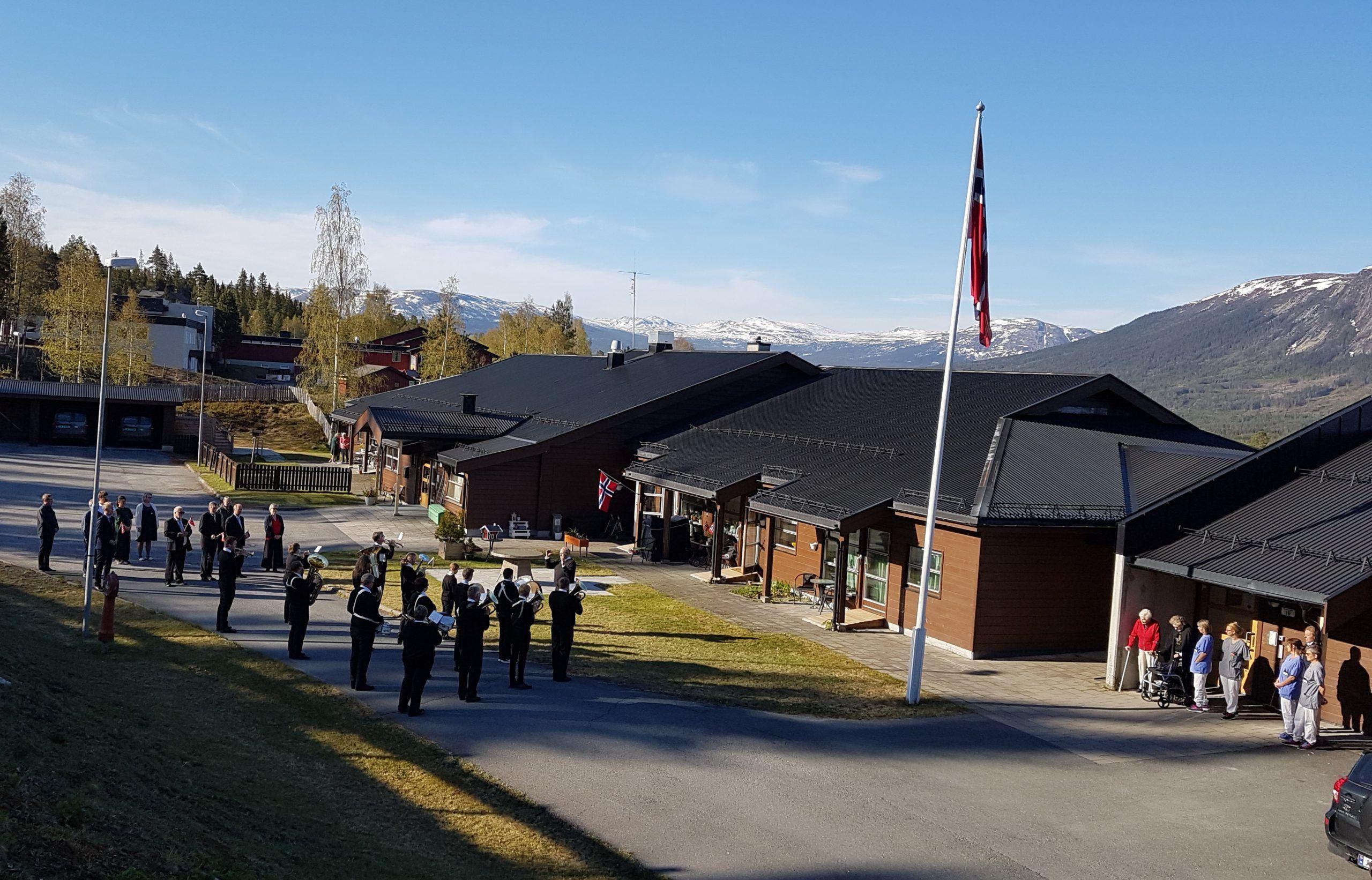 17. mai 2019. Flaggheising på Hedalsheimen. Foto: Arne Heimestøl