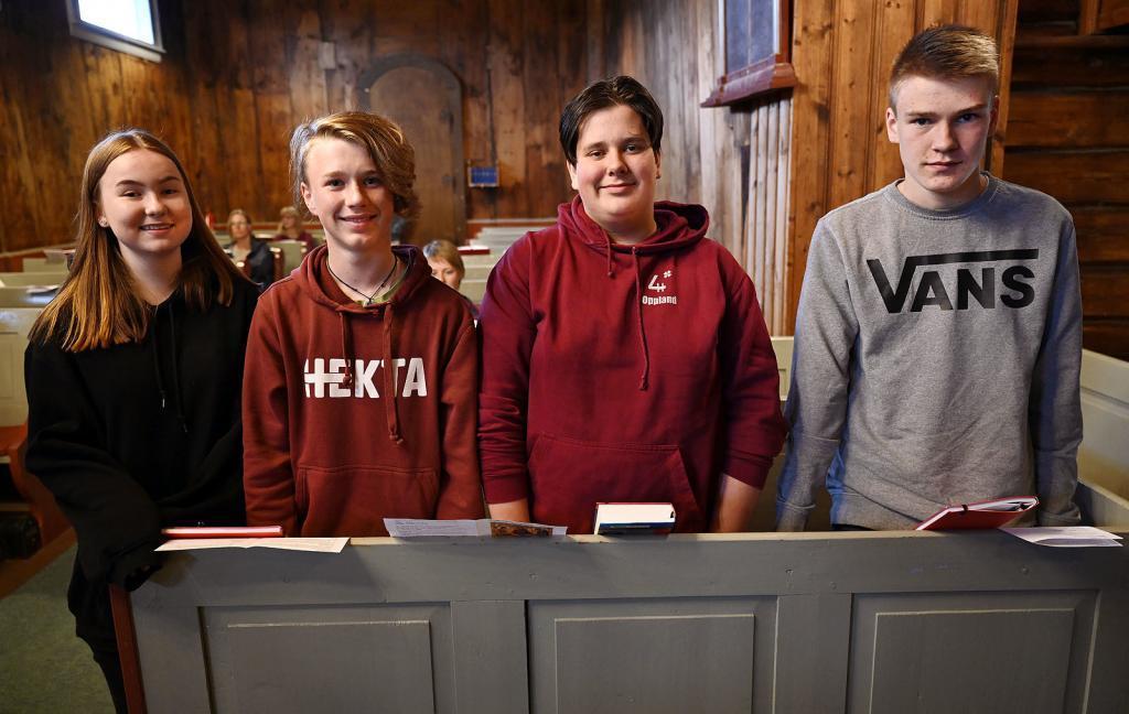 Leah Victoria, Sander, Dennis og Knut-Ola er årets konfirmanter. Foto: Arne G. Perlestenbakken