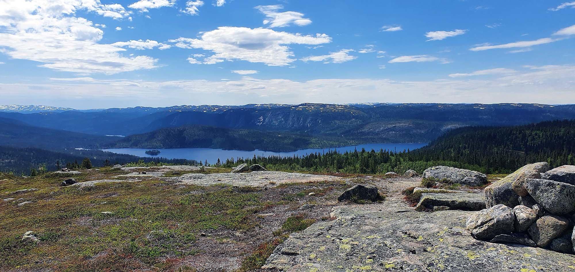 Fra Høgdefjell er det flott utsikt mot Strøen. Foto: Arne Heimestøl