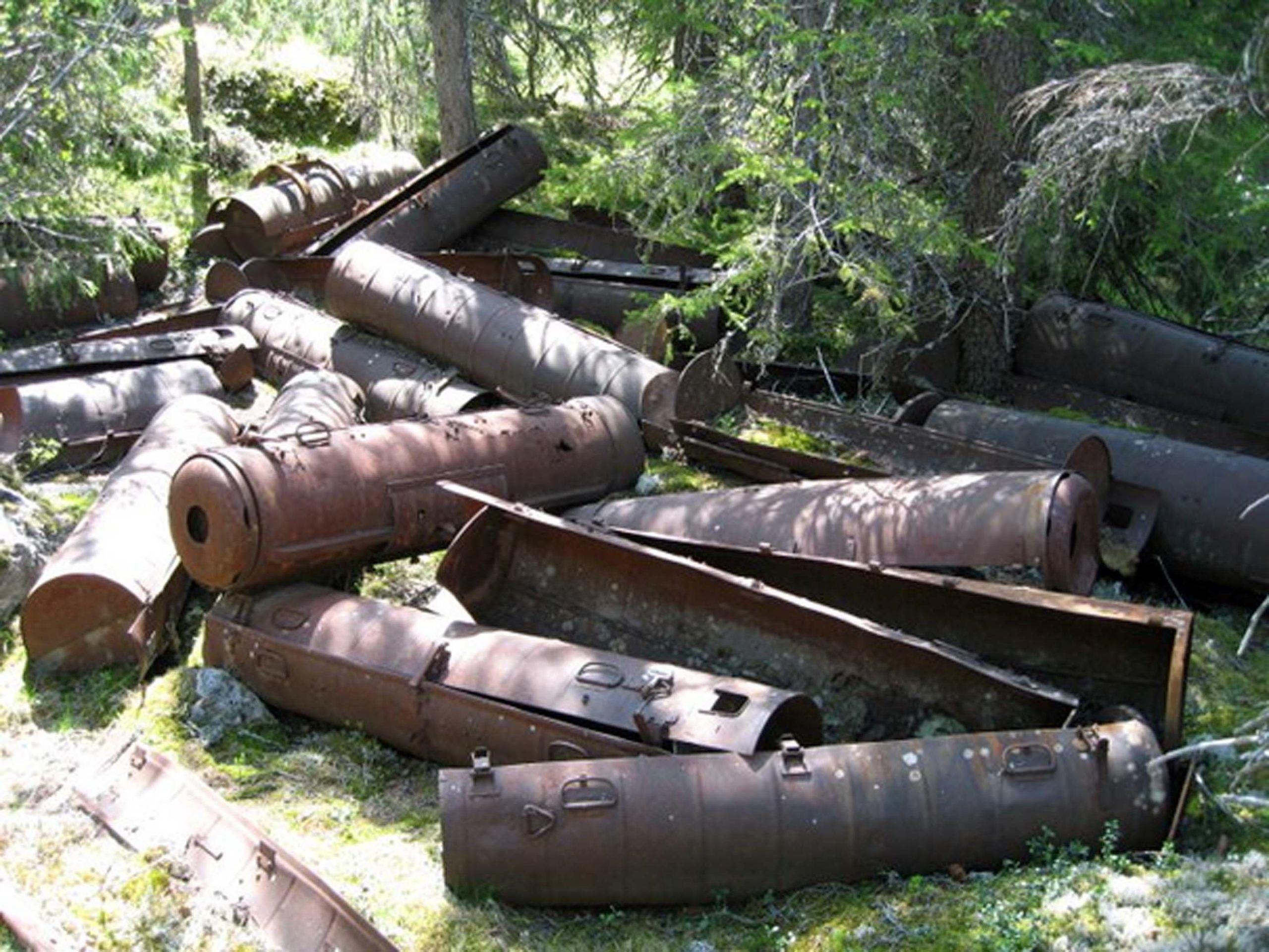 Kontainere som ble brukt til å frakte utstyr til Base Elg.