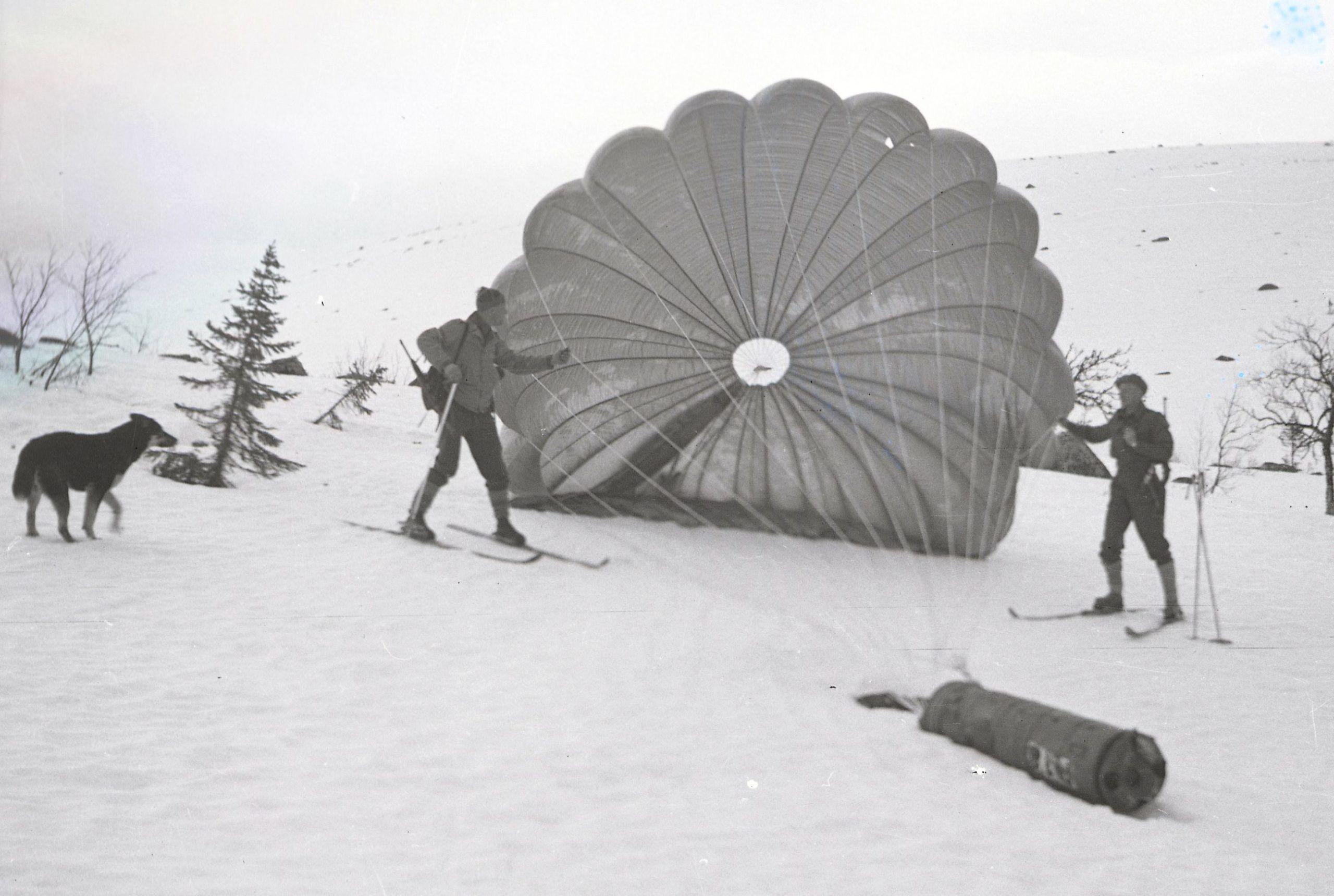 Utstyr til basen i Vassfaret kom med fly.