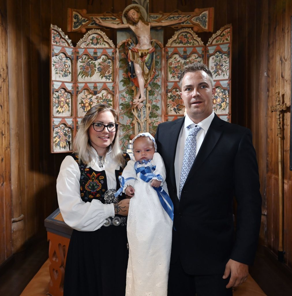 Dåp i Hedalen stavkirke