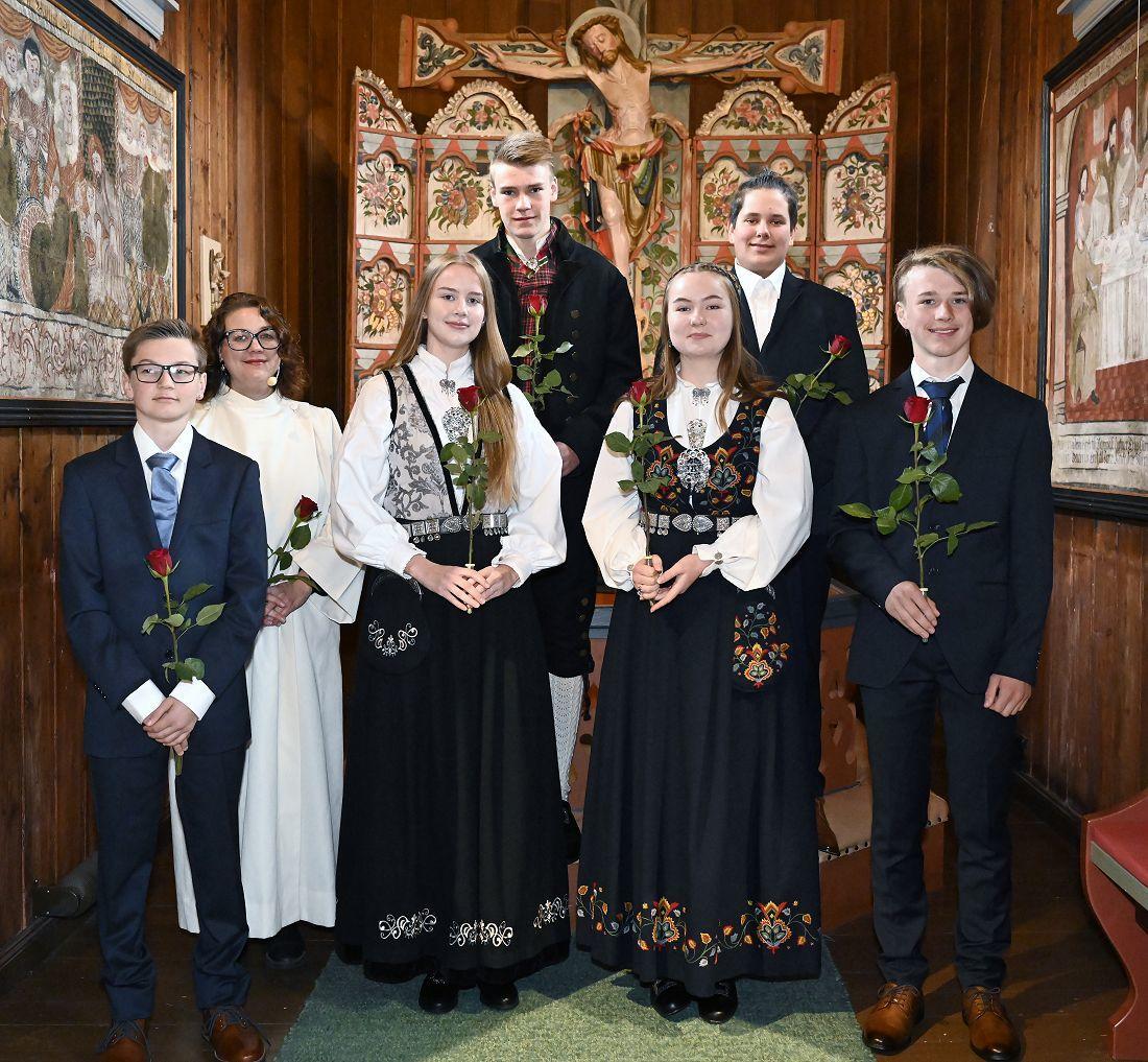 Konfirmasjon i Hedalen stavkirke