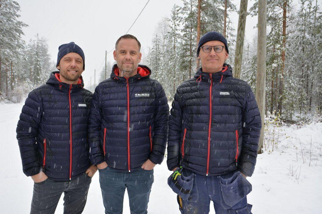 De tre brødrene Arild Heimli Johnsen, Cato Johnsen og Thure Johnsen investerer rundt 15 millioner kroner i en ny treforedlingsfabrikk på Begna industriområde. Foto: Bjørn Karsrud