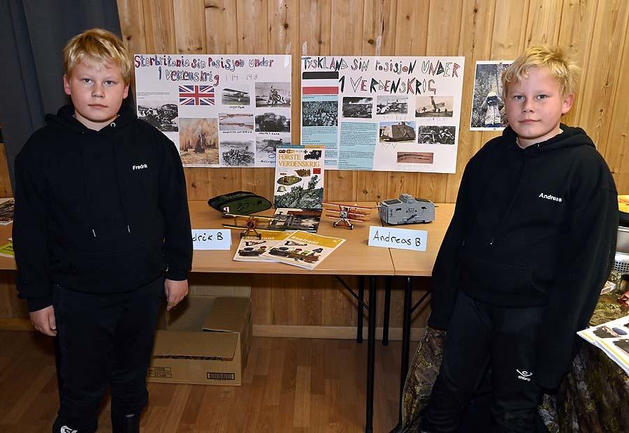Fredrik og Andreas med aspirantprosjektet sitt: Første verdenskrig