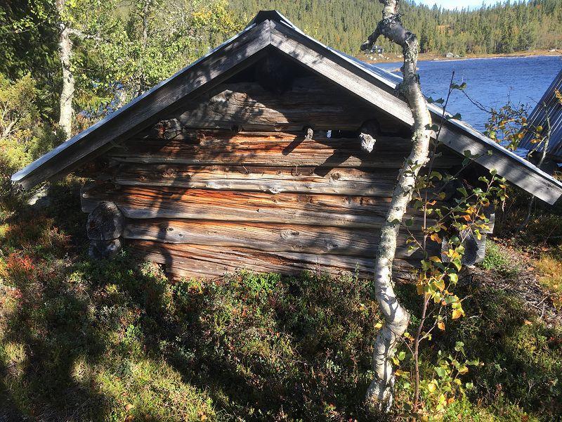 Naust ved Helseren. Foto: Nils E. Bjerkestrand