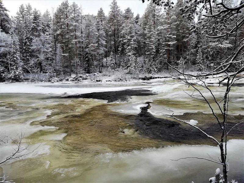 Is i elva. Foto: Sigrid Haugen