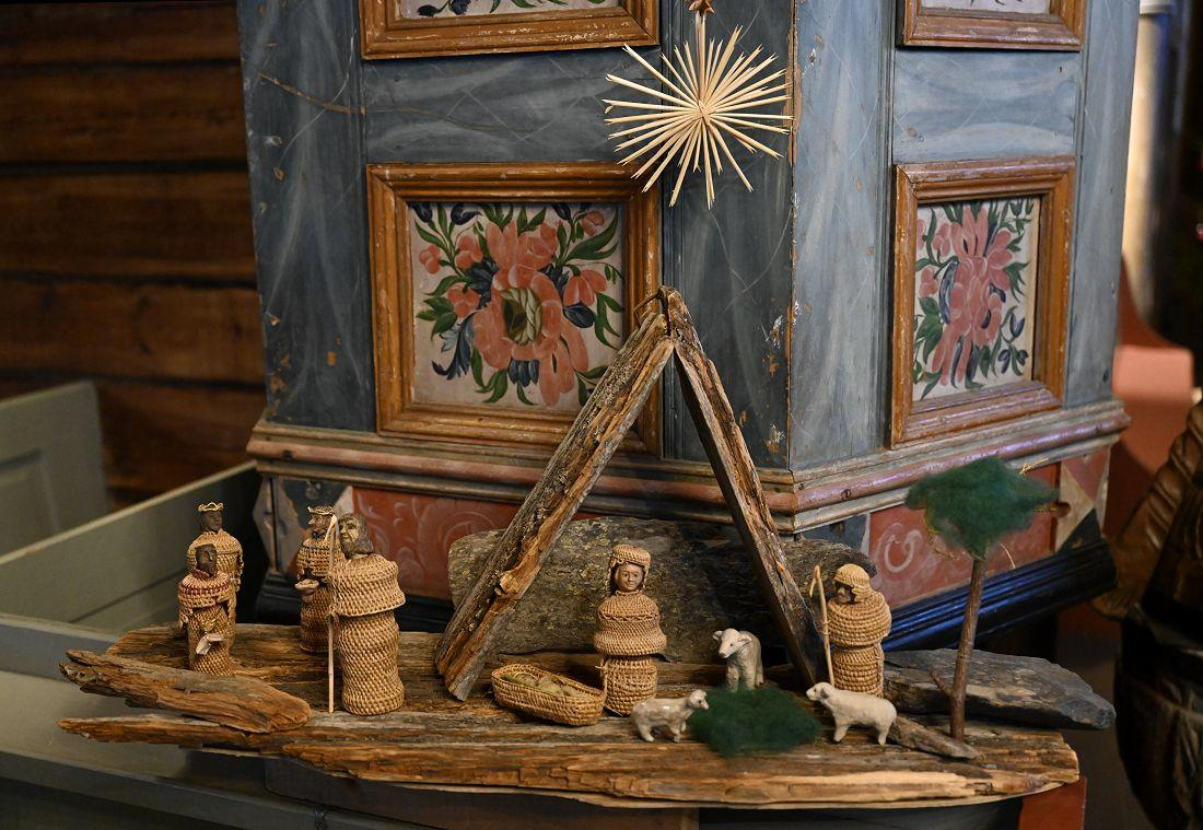 Julekrybba i Hedalen stavkirke
