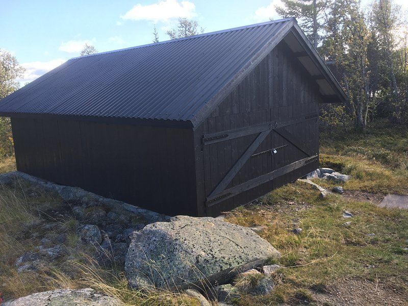 Naust i Hedalsfjella. Foto: Nils E. Bjerkestrand
