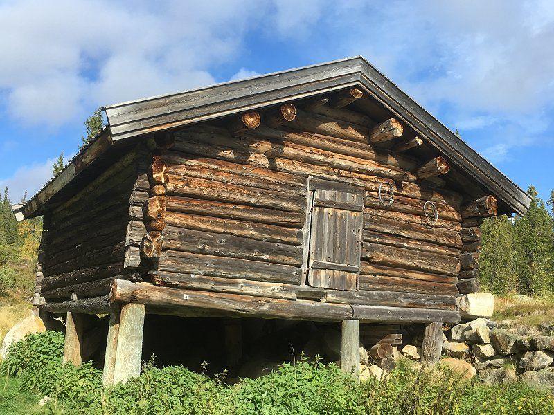 Løe i Hedalsfjella. Foto: Nils E. Bjerkestrand