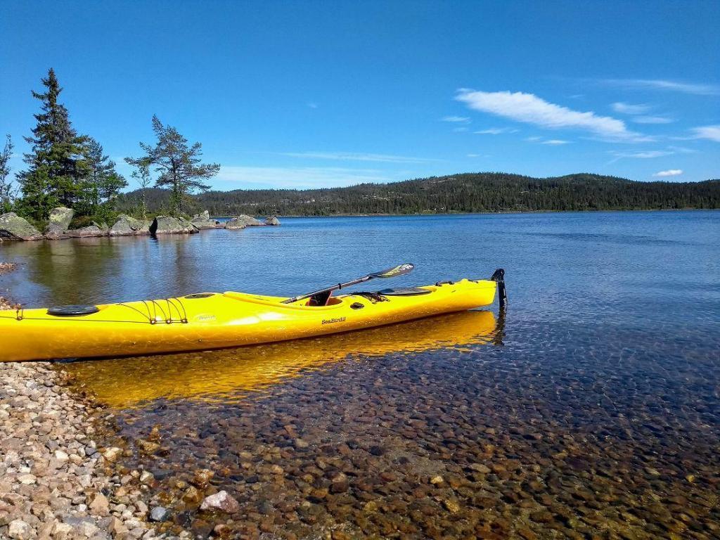 Hellsenningen inviterer til både båtliv, fiske og bading