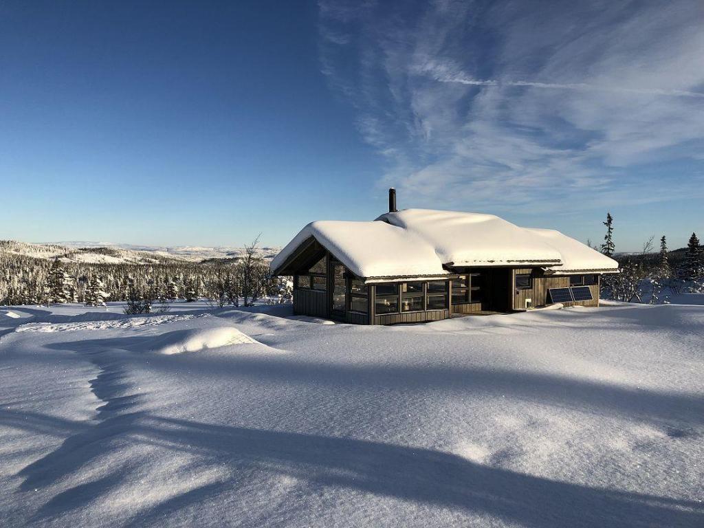 Hytte på solrik tomt. Foto: Harald Arne Haugen