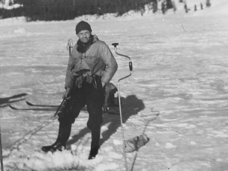 """"""" Vassfartrollet """" Ole Bakken, ute på isen ved Vassfarplasslandet"""