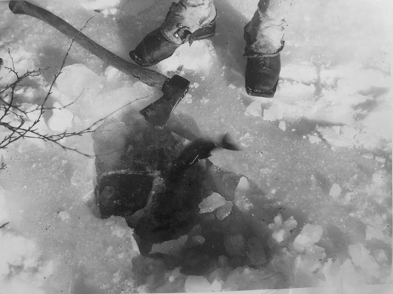 Beina mine med gamle gamasjer, lånt borte i Suluvasskoia