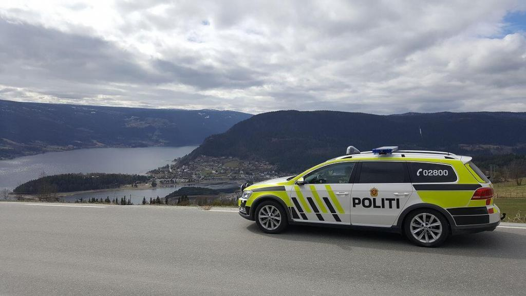 Politibil i høyden ovenfor Fagernes