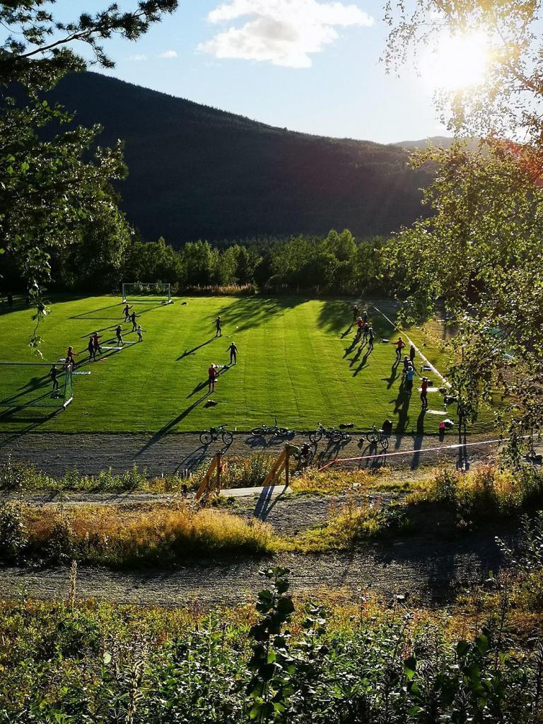 Utsikt mot fotballbanen