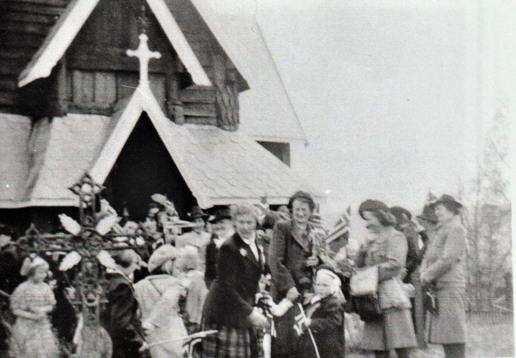 Etter gudstjenesten i 1945
