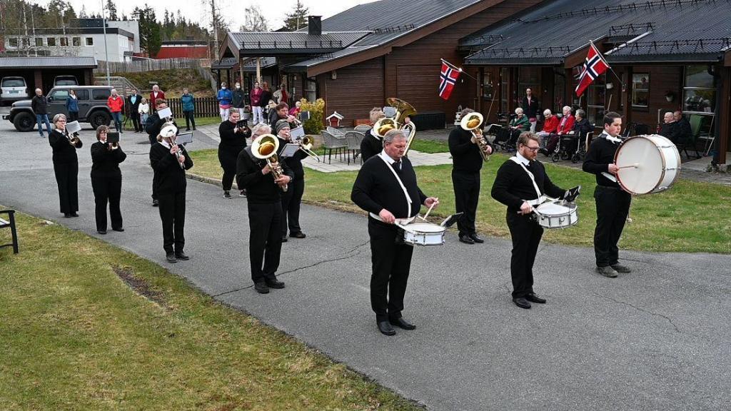 Hedalen musikkorps stilte opp i år også. Dirigent: Bjørnar Bjørnstad. Foto: Arne G. Perlestenbakken