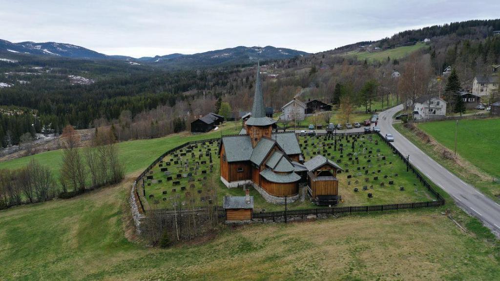 Hedalen stavkirke 17. mai 2021. Foto: Helge Nordby