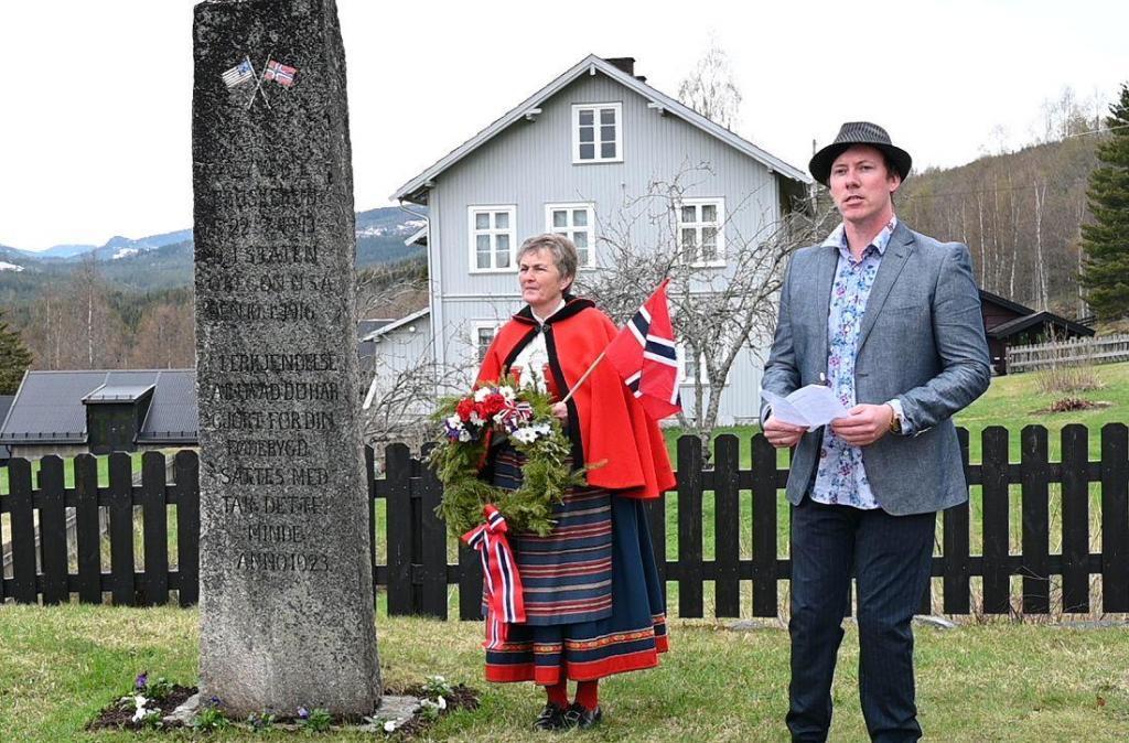Hedalen ungdomslag ved Dan Are Lykke Larsen har ansvar for bekransning.