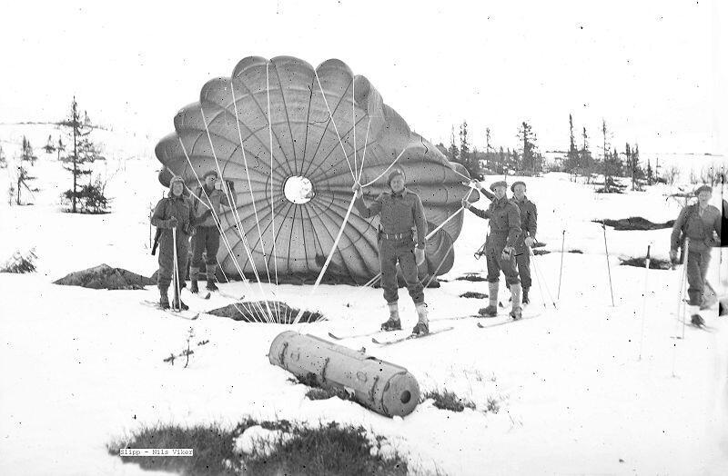 Ca. 40 flylaster ble sluppet i eller nær Vassfaret og Base Elg