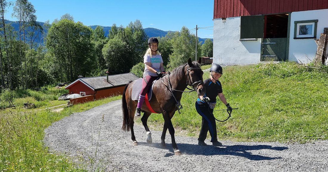 Ine , Shaman og Anne på sommerskole