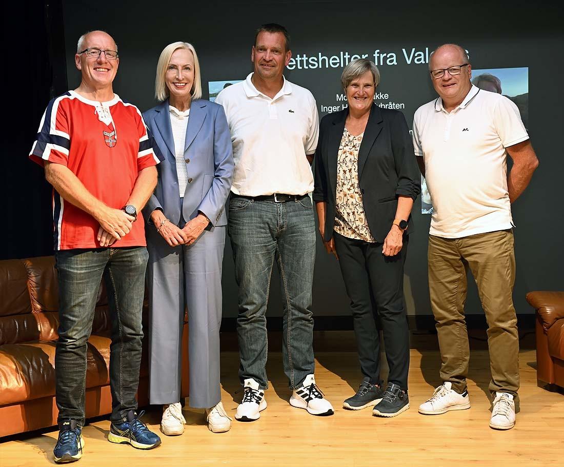 Elling Olav Veimodet, Karen Marie Ellefsen, Morten bakke, Inger Helene Nybråten og Ole Engebret Veimodet. Foto: Arne G. Perlestenbakken