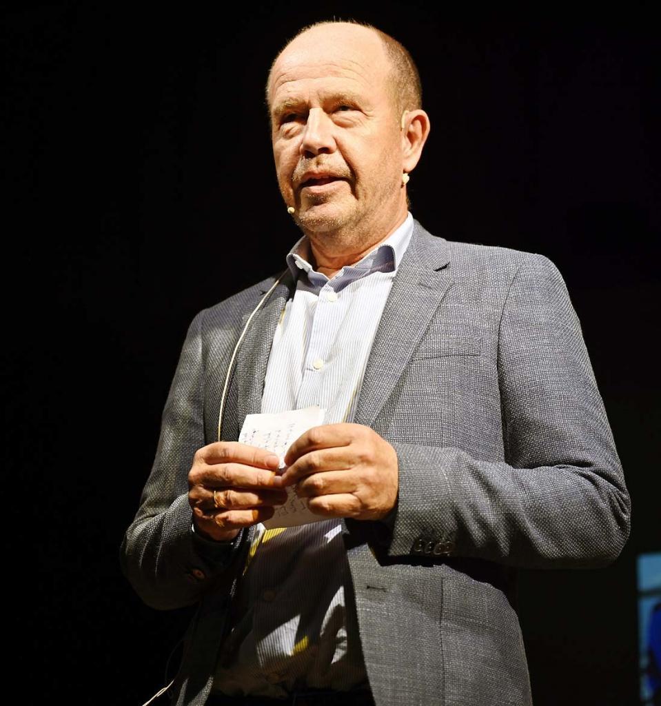 Leder i Hedalen kulturforum, Osvald Fossholm, uttrykte stor glede over at festivalen nå er i gang. Foto: Arne G. Perlestenbakken