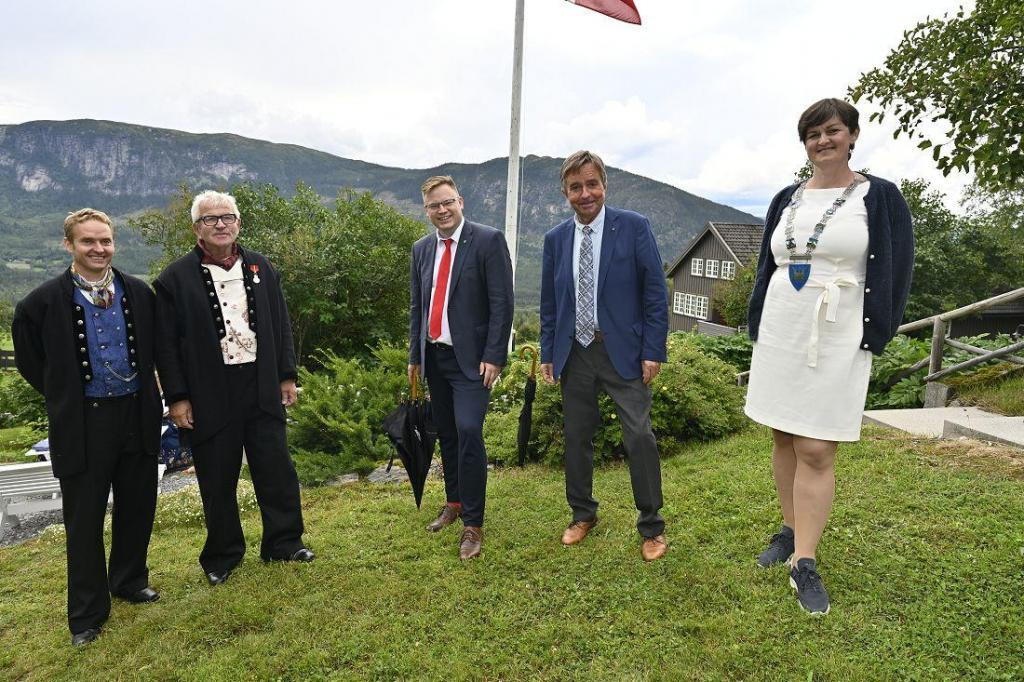 Tor Anders Perlestenbakken, Elling Fekjær, fylkesordfører Even Aleksander Hagen, stortingsrepresentant Tore Hagebakken og ordfører Marit Hougsrud