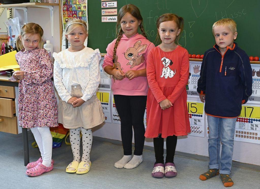 Fem førsteklassinger i år. Foto: Arne G. Perlestenbakken