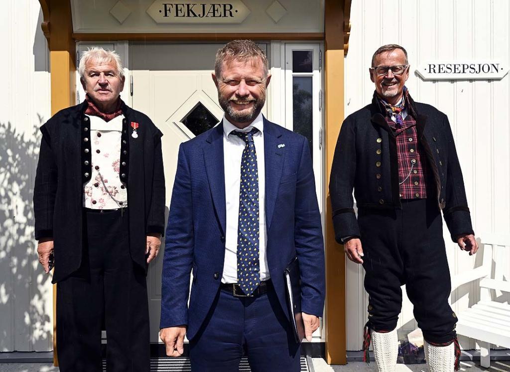 Statsråd Bent Høie sammen med Elling Fekjær og styreleder Ståle Borgersen