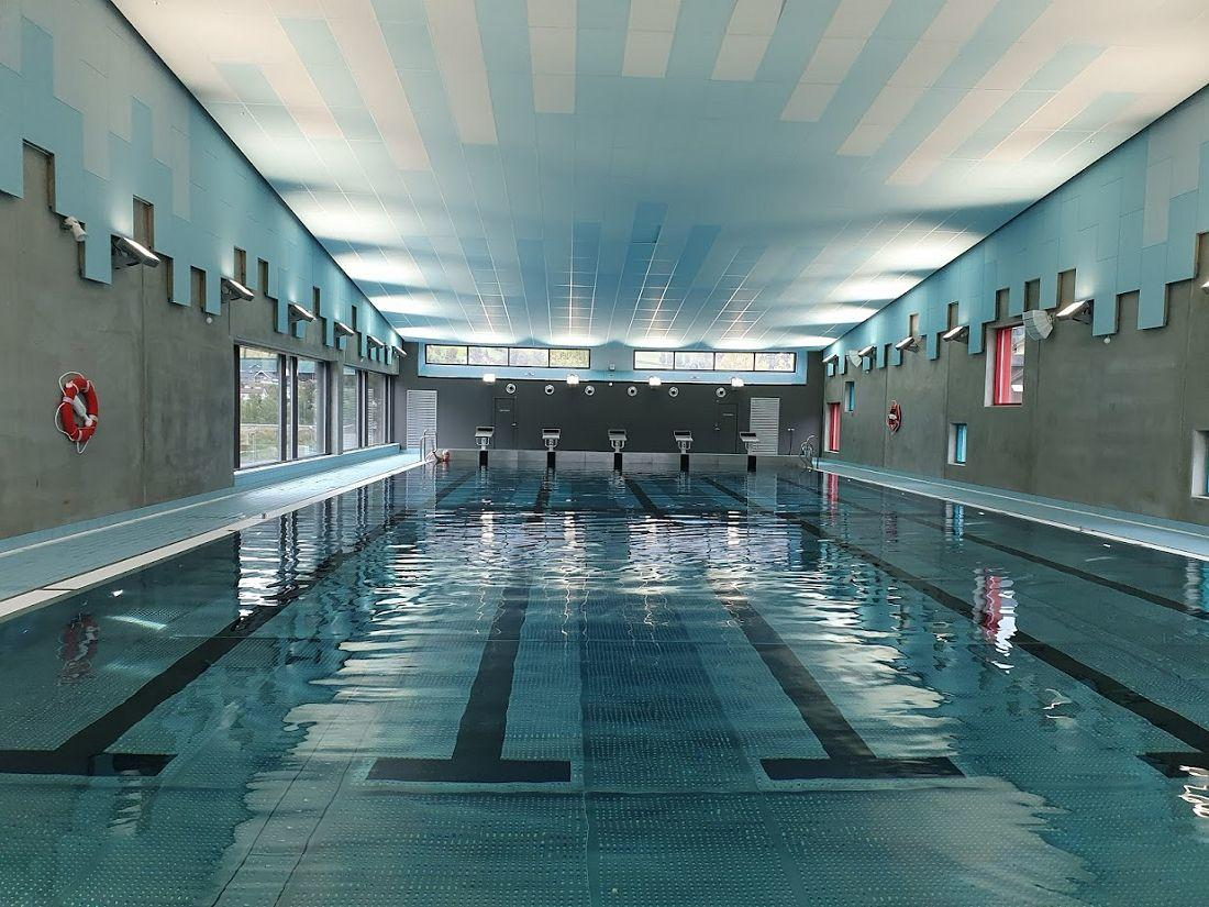 Svømming i basseng